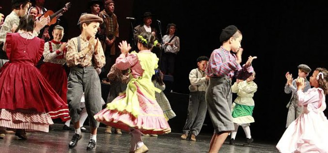 Faro acoge el Festival de Folclore Infantil