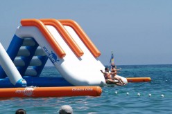 Castro Marim instala un parque acuático hinchable en la playa de Cabeço