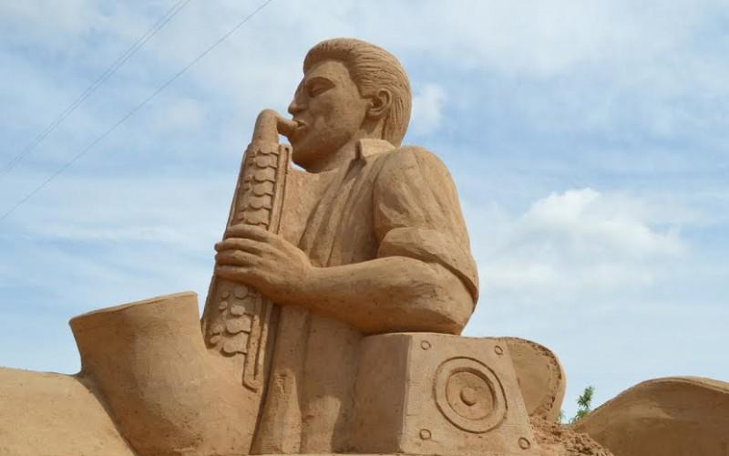 La escultura de los Rolling Stones gana el concurso de FIESA