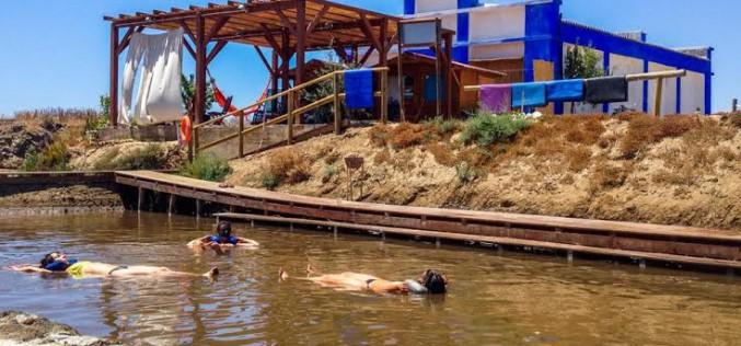 Flotar en el agua sin ir al mar Muerto
