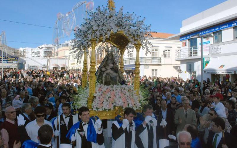 La Madre Soberana regresa a su ermita arropada por miles de fieles