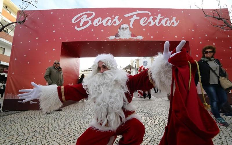 Papá Noel y un Roscón de Reyes gigante, protagonistas en Olhao