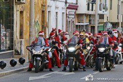 Papás Noel moteros llenan las calles de Faro