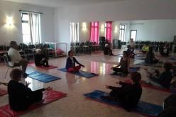 Yoga, punto y manualidades, en el Centro Senior de Porches de Lagoa