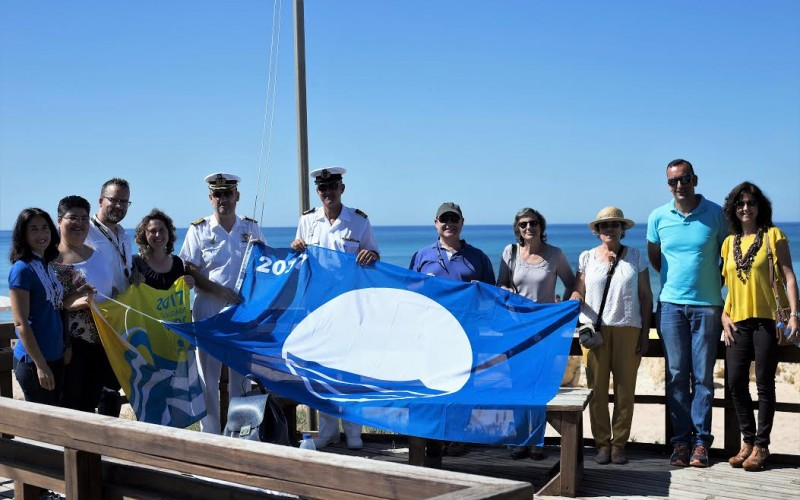 Las playas de Lagoa ya lucen sus banderas azules