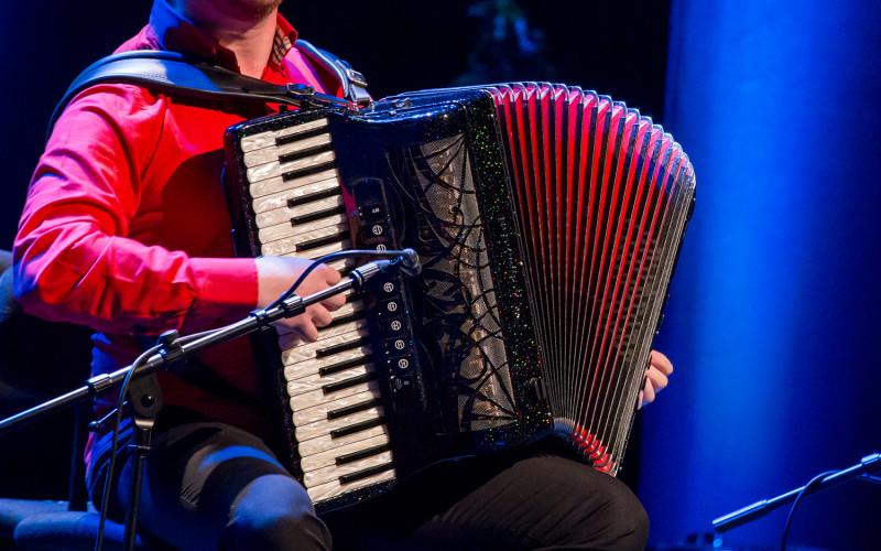 Los sonidos del acordeón inundan Castro Marim