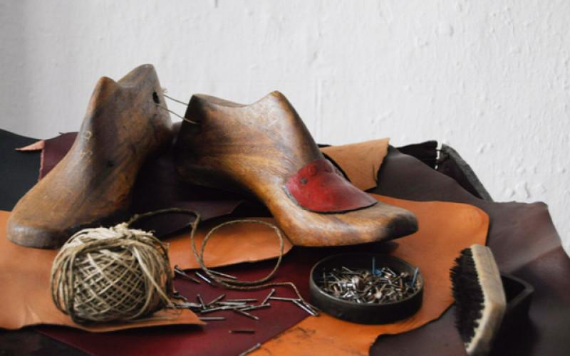 Talleres de confección artesanal de calzado, en Loulé