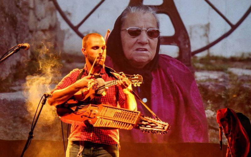 Omiri, en concierto en la presentación del Festival MED