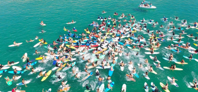 El Paddle Out for Nature llena Sagres de surfistas