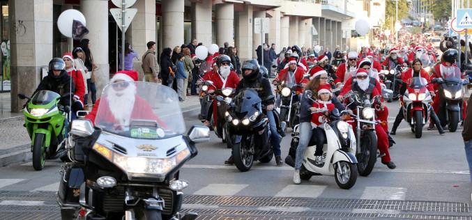 Papá Noel recorrerá un año más Faro en moto