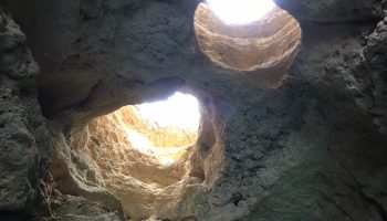 As cavernas escondidas na costa do Algarve