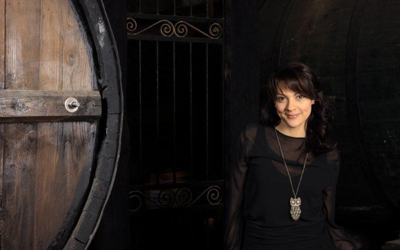 """Espetáculo """"contos de outrora para pessoas de agora!"""" por Clara Haddad"""
