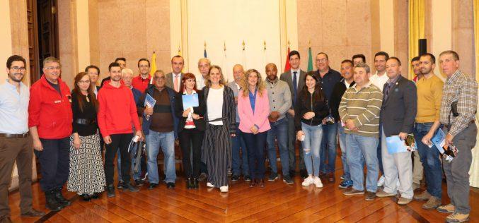 Silves firma contratos con asociaciones locales