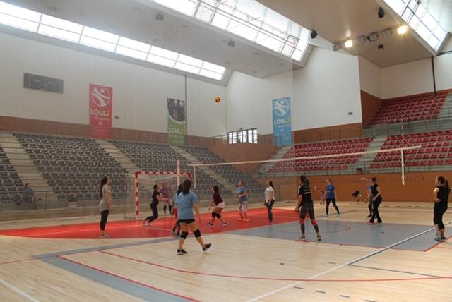 """""""Todos juegan ... voleibol"""" en el pabellón de Loulé"""
