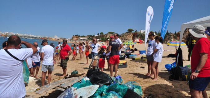 """""""Vamos Limpar o Mar"""" na Praia de Vale Olival em Lagoa"""