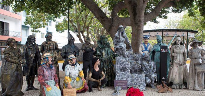 """As """"Estátuas Vivas de Natal"""" são uma marca de dezembro em Lagoa"""