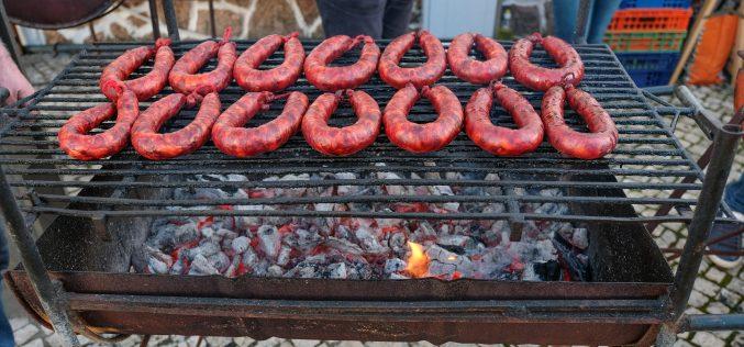 Festa das Chouriças em Querença promove gastronomia serrana