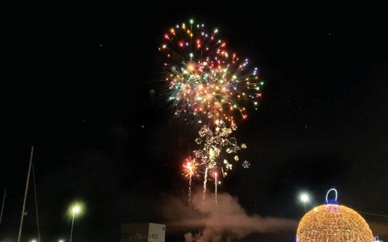 Miles de olhanenses celebraron la llegada del 2020 a lo largo de Ria Formosa