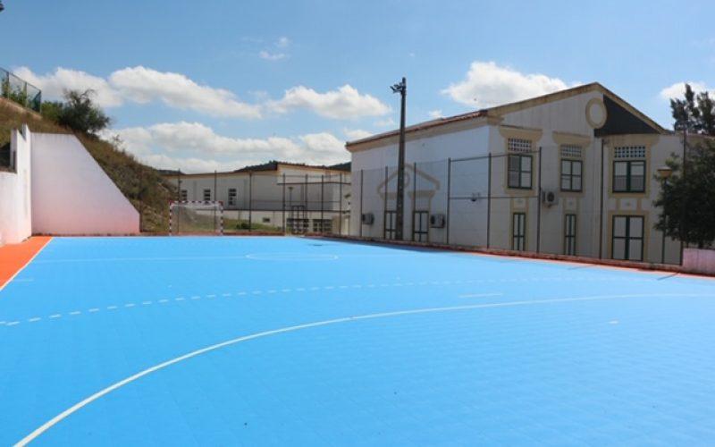 La mejora del centro deportivo de la escuela Alcoutim se ha ejecutado