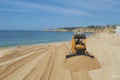 Silves procede à regularização do areal na Praia de Armação de Pêra e na Praia Grande