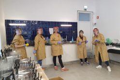 A iniciativa do professor Arlindo Martins conseguiu distribuir mais de 4.000 viseiras