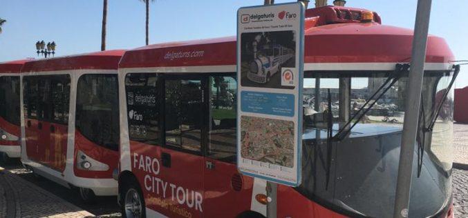 El nuevo tren turístico ya circula en Faro