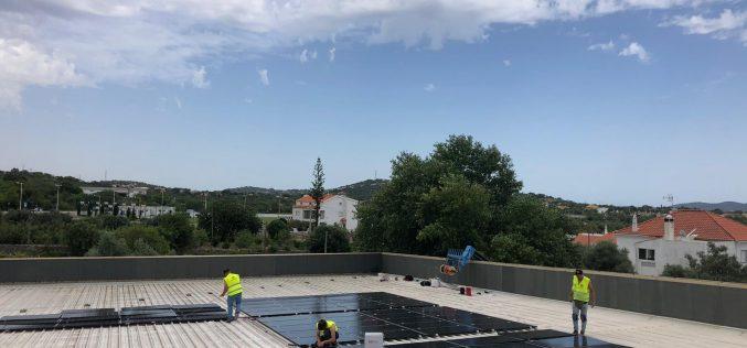 São Brás de Alportel instala un sistema fotovoltaico en el complejo de piscina cubierta