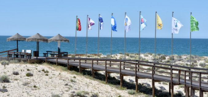 Bandeira Azul hasteada em todas as praias de Loulé