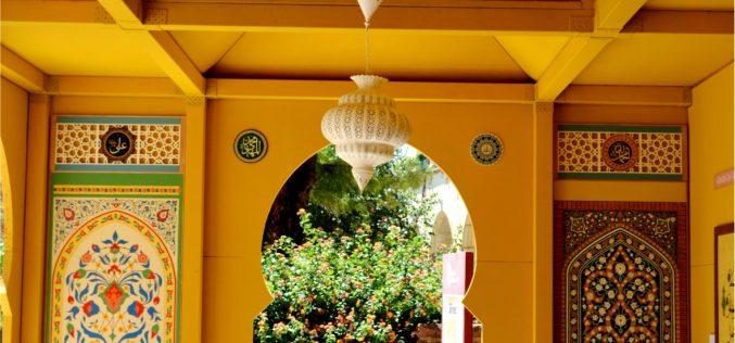 Silves Medieval viste la ciudad con colores y adornos