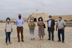 La alcaldesa de Sagres visita las obras del recinto ferial de la Fortaleza